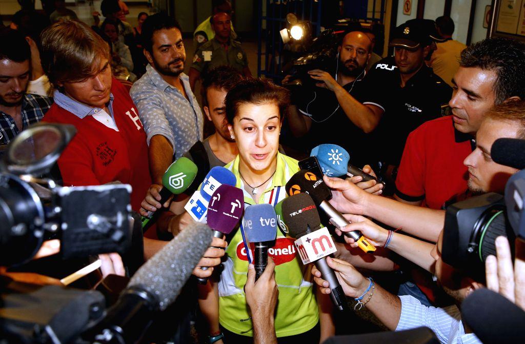 Spanish badminton world champion Carolina Marin attends media as she arrives at Adolfo Suarez Barajas in Madrid, Spain, on 18 August 2015. Carolina Marin won the World Championships in Yakarta, ...