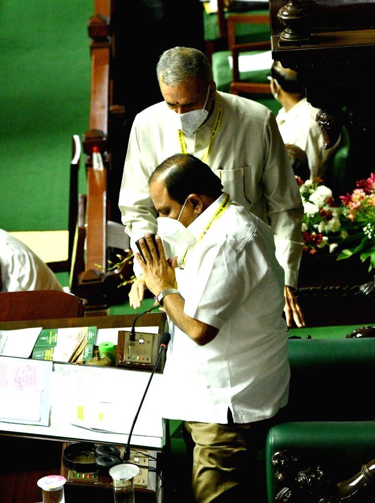 Speaker Vishweshwar Hegde Kageri and Deputy Speaker Anand Chandrashekhar Mamani during the Monsoon Session of the State Assembly, at Vidhana Soudha in Bengaluru on Sep 23, 2020. - Vishweshwar Hegde Kageri