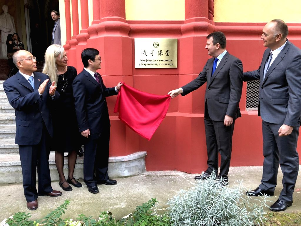 SREMSKI KARLOVCI (SERBIA), Nov. 1, 2018 Yuan Jigang with the Chinese embassy in Serbia (3rd R) and Prime Minister of Serbia's autonomous province of Vojvodina Igor Mirovic (2nd R) unveil ...