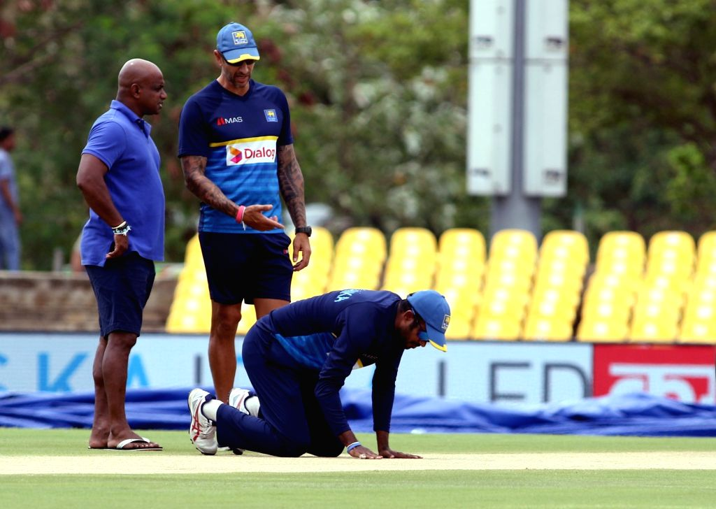 Sri Lanka's chief selector Sanath Jayasuriya, captain Upul Tharanga and interim head coach Nic Pothas inspect the pitch during a practice session ahead of the first one-day international ... - Upul Tharanga