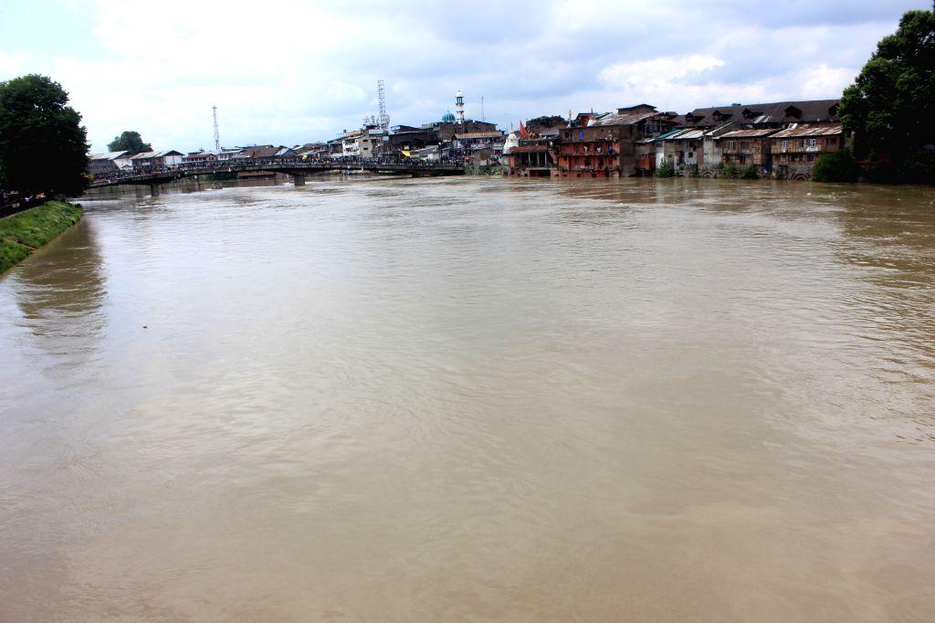 Srinagar: A flood alert sounded in Kashmir valley after the water level in Jhelum river crossed the danger mark in Srinagar on June 25, 2015. (Photo: IANS)