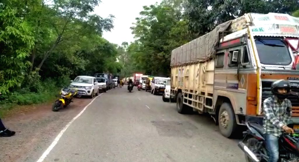 Srinagar: A major tragedy was averted on Saturday when the security forces detected and successfully defused an improvised explosive device (IED) on Jammu-Poonch highway in Jammu and Kashmir.(Photo:Nissar Malik/IANS) - Malik