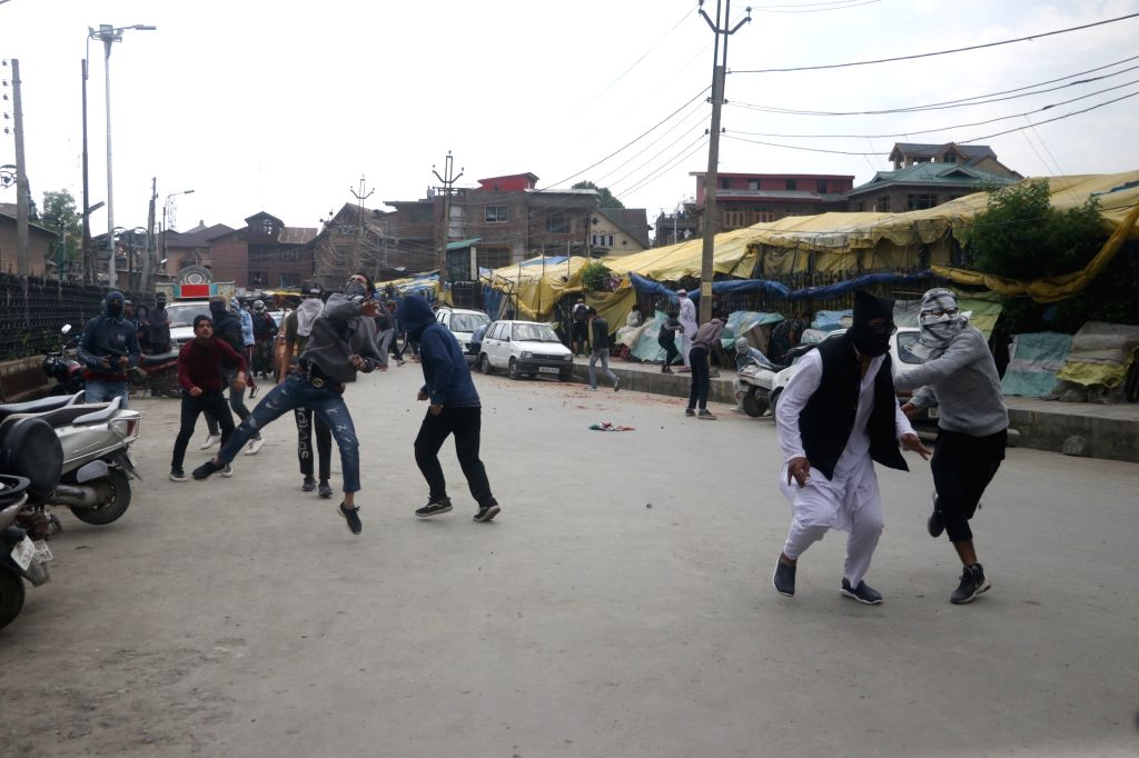 Srinagar: Clashes broke out between stone-pelting protesters and security forces in the old city areas of Srinagar, on May 10, 2019. Immediately after the Friday congregational prayers ended at the historic Jamia Masjid in Nowhatta in Srinagar, maske