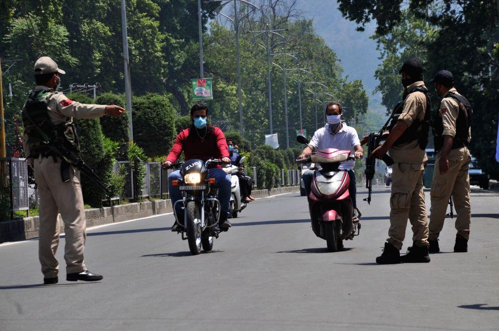 Srinagar: Corona curfew continues across UT-Jammu and Kashmir on Friday, 28 May, 2021.(Photo: Nissar Malik/IANS) - Malik