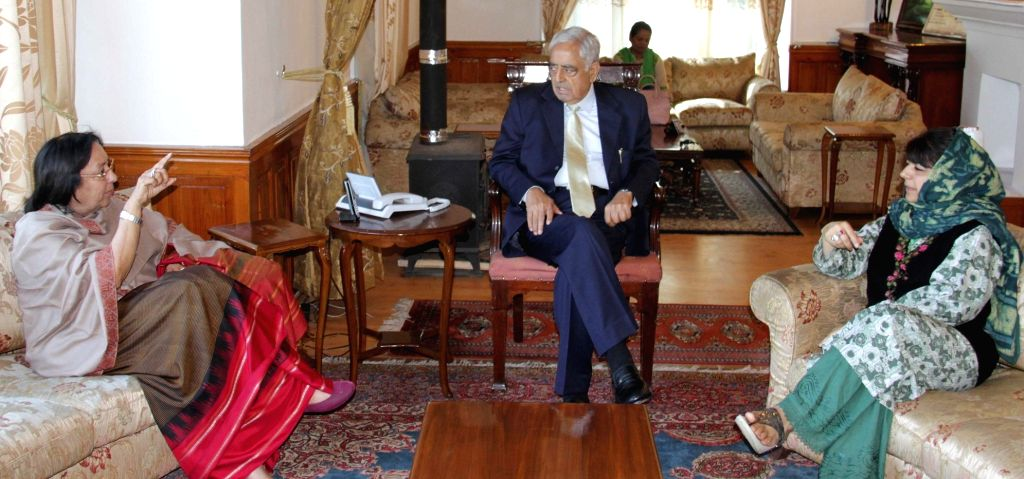 Jammu and Kashmir Chief Minister Mufti Mohammad Sayeed, PDP president Mehbooba Mufti with Union Minister for Minority Affairs Najma Heptulla in Srinagar, on May 10, 2015. - Mufti Mohammad Sayeed and Mehbooba Mufti