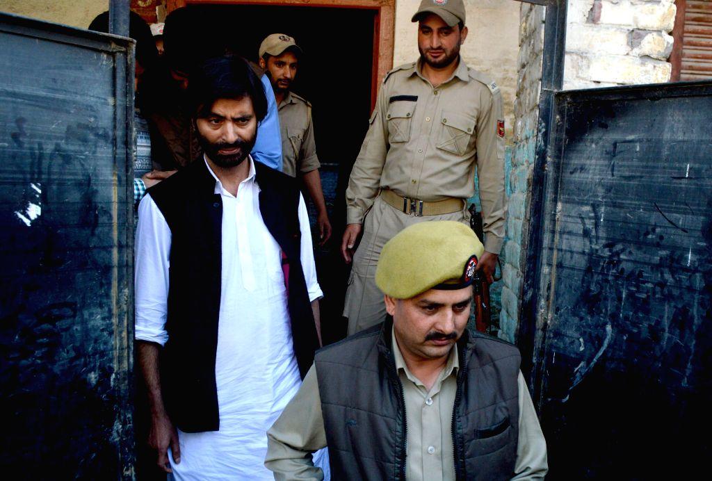 Srinagar: Jammu and Kashmir Liberation Front Chairman Muhammad Yasin Malik who has been shifted to Srinagar central jail on May 29, 2016. (Photo: IANS) - Malik