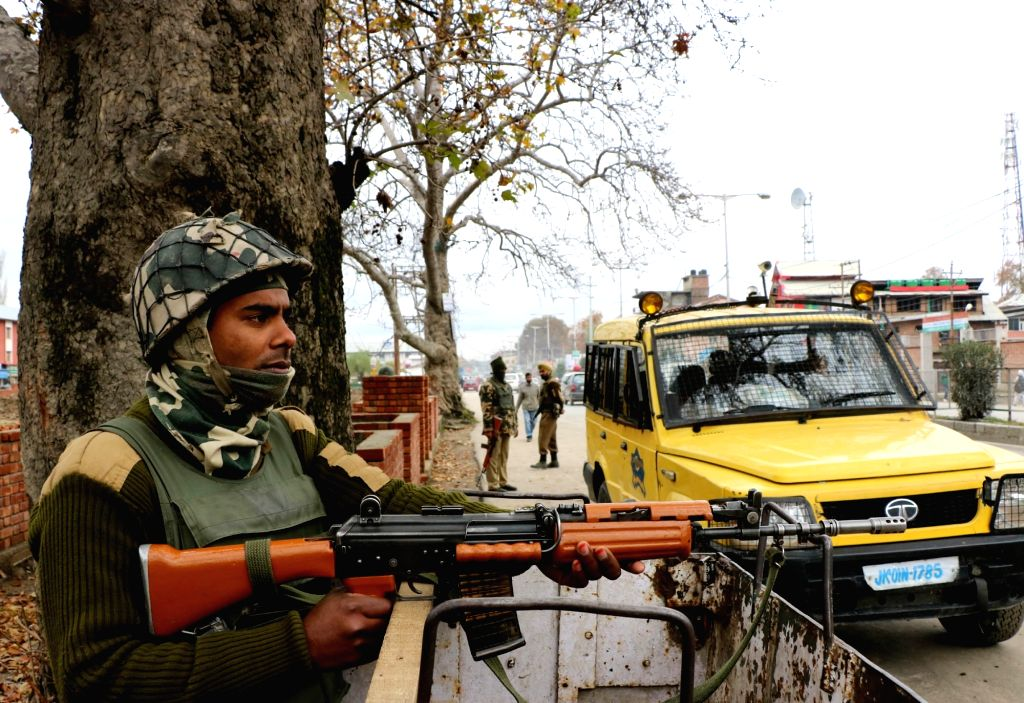 :Srinagar: Security beefed up at Srinagar city ahead of Prime Minister Narendra Modi visit on Nov. 5, 2015. (Photo: IANS). - Narendra Modi