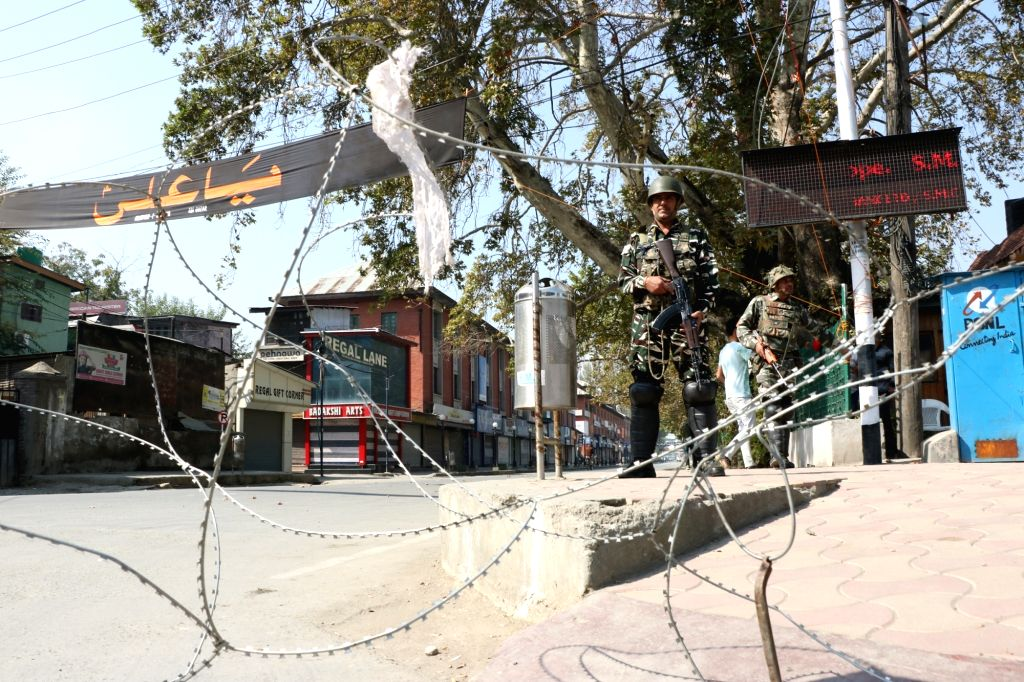 Srinagar: Security beefed up in parts of the Srinagar as authorities imposed restrictions to prevent the 10th Muharram procession, on Sept 21, 2018. Since 1989, authorities have not allowed the 8th and 10th Muharram procession here due to security re