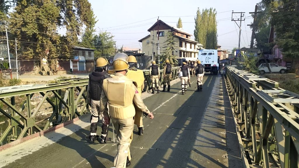 Srinagar: Security forces at the site where top Lashkar-e-Taiba (LeT) terrorist Saif-ul-lah is holed up in a residential area during an encounter between them in the Rambagh area of Srinagar district on Oct 12, 2020. Inspector General of Police Vijay - Vijay Kumar