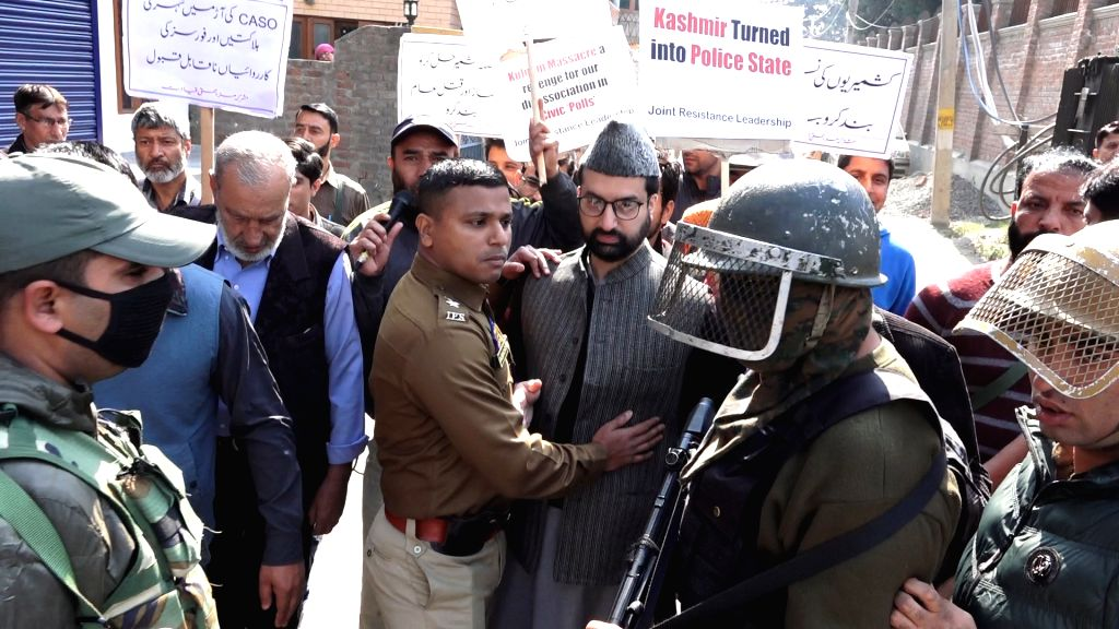 : Srinagar: Senior separatist leader Mirwaiz Umer Farooq defies his house arrest during a protest march against the deaths of seven civilians in an explosion in Kulgam district; in Srinagar, on Oct ...