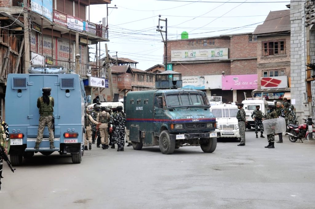 Srinagar :  Suspected militants hurled a grenade on security forces in Nawa Bazaar area of Central Kashmir's Srinagar district here on Friday.