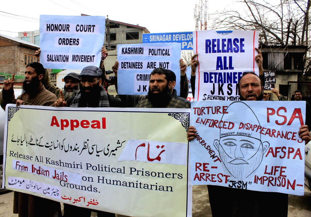 The activist of Salvation Movement stage a protest to demand release of all Kashmiri political prisoners lodged in Indian jails in Srinagar, on March 11, 2015.