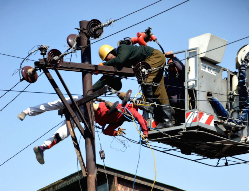 Srinagar: The Jammu and Kashmir Power Development Department (PDD) employee who was electrocuted while repairing electric lines in Srinagar on March 5, 2017. (Photo: IANS)