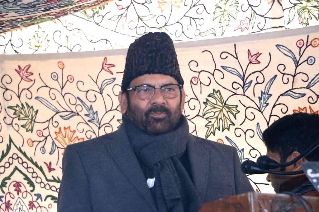 Srinagar: Union Minority Affairs Minister Mukhtar Abbas Naqvi addresses a gathering during a public outreach programme in Srinagar on Jan 21, 2020. (Photo: IANS) - Mukhtar Abbas Naqvi