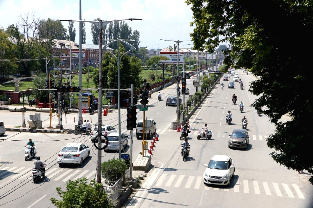 Srinagar: Vehicles ply on a Srinagar road, on Aug 21, 2019. (Photo: IANS)