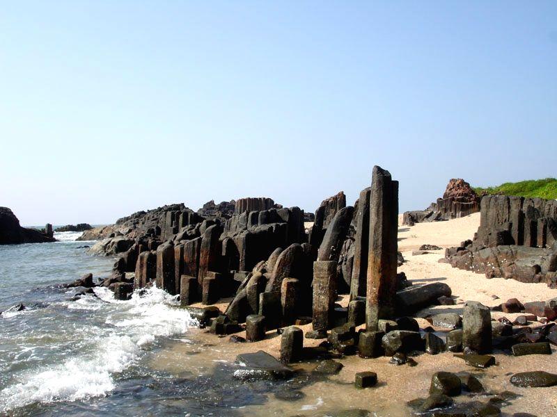 St Mary Islands, Volcanic rocks, Dacites, Near Malpe, Udupi, Karnataka. (Photo Courtesy: Ravi Mundkur)