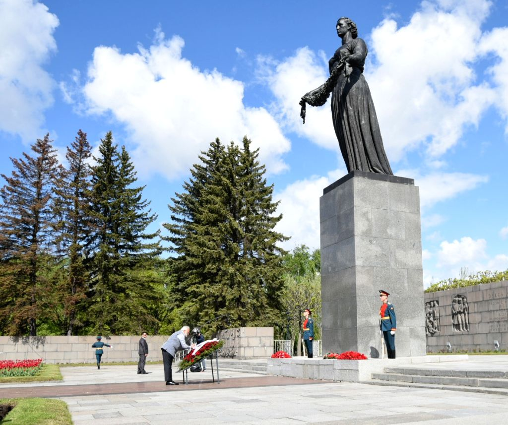 St. Petersburg: Prime Minister Narendra Modi lays wreath at the Piskarovskoye Memorial Cemetery, in St. Petersburg, Russia on June 1, 2017. - Narendra Modi