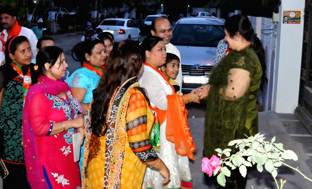 Stand-up comedian Bharti Singh campaigning for BJP candidate from Amritsar Lok Sabha seat Arun Jaitely in Amritsar on April 12, 2014.