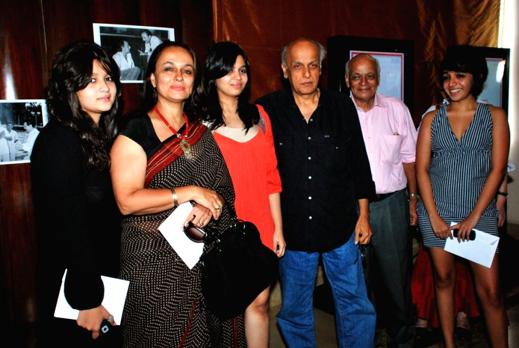"""Star cast of the """"Saaransh"""" at the premiere of the movie that took place after it was released 25 years earlier."""
