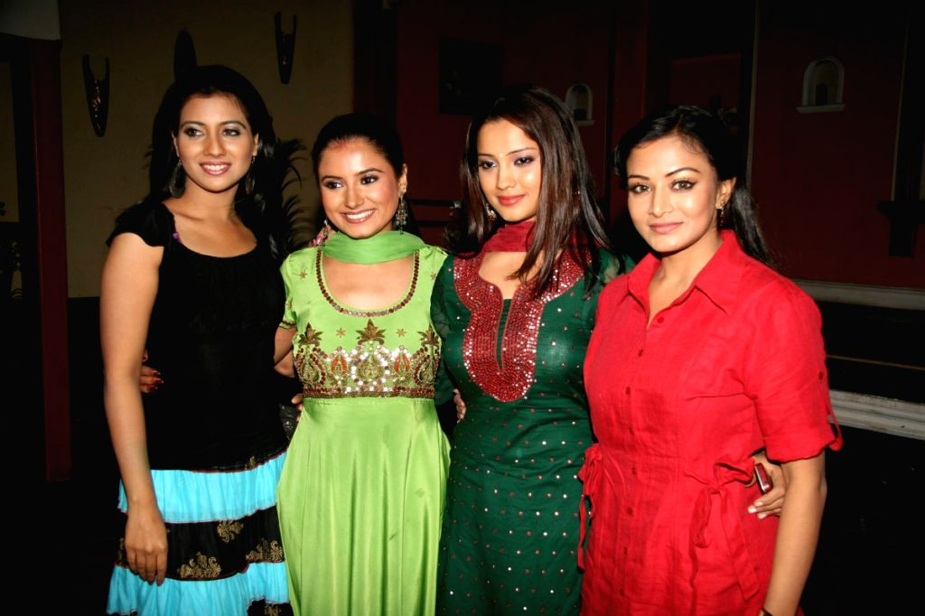 Star Plus Char Behnein special screening bash in Goregaon.