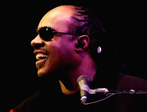 Stevie Wonder pays tribute to Bill Withers.
