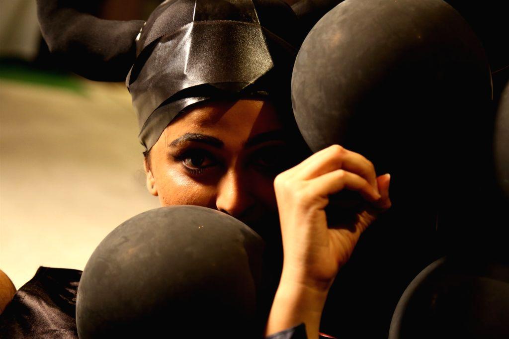 Stills from Tamil film `Inji iduppazhagi`.