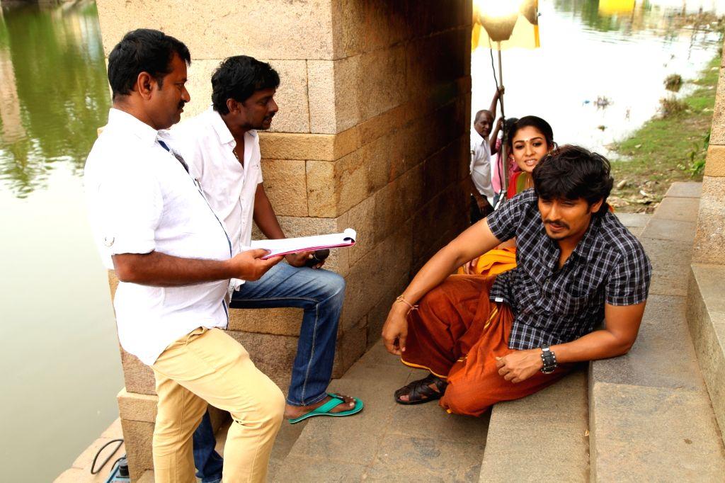 Stills from Tamil film `jannal`.