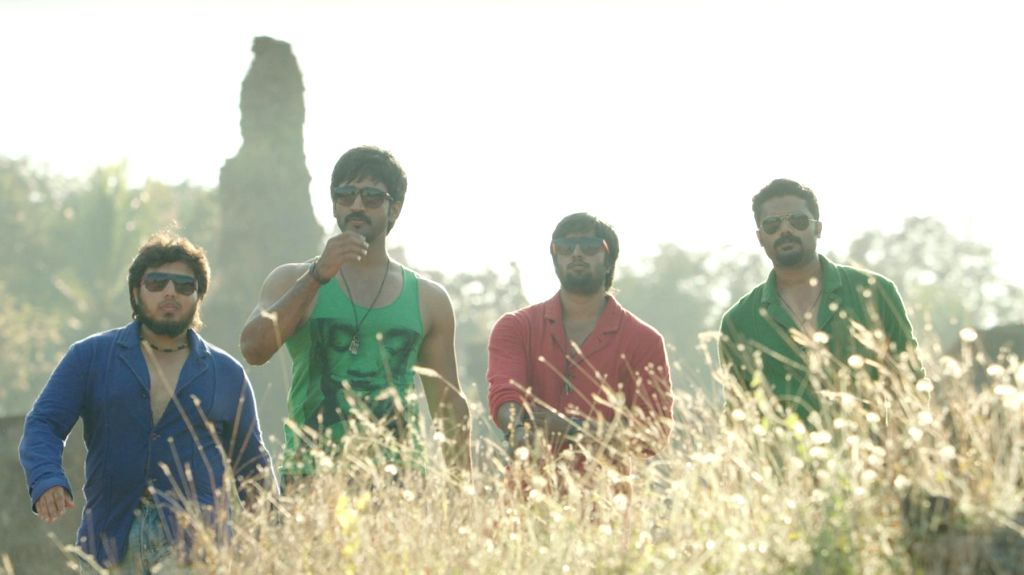 Stills from upcoming Tamil film Yagavarayinum Naa Kaakka.