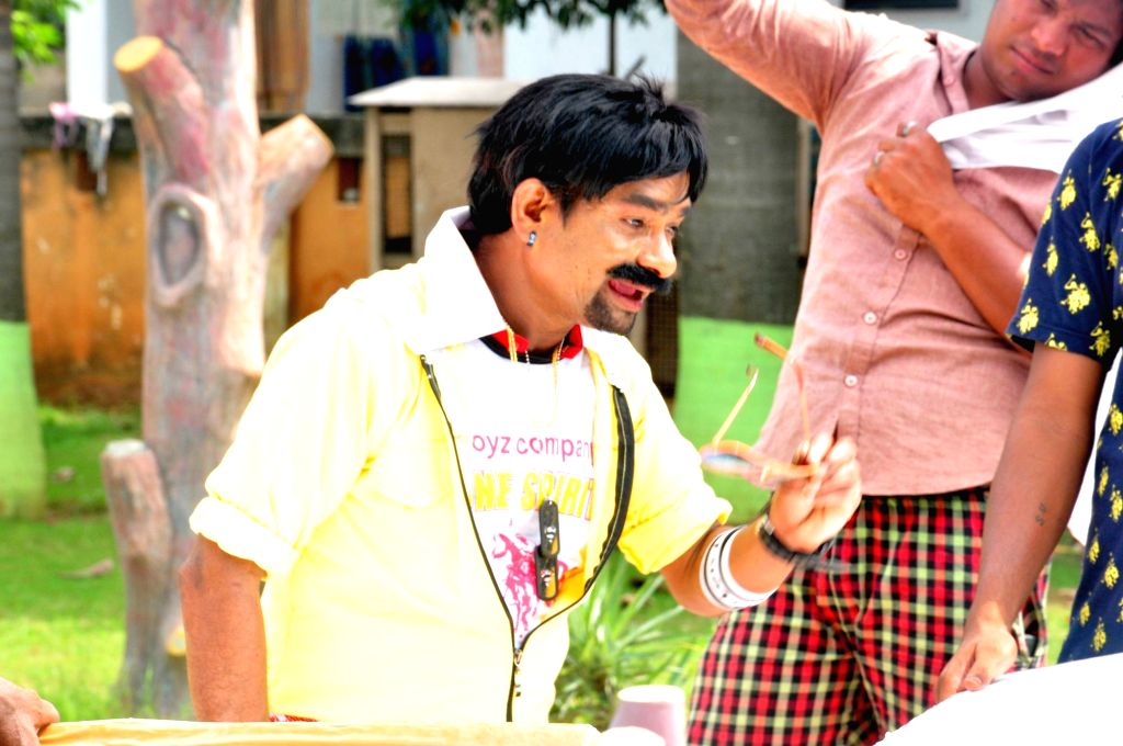 Stills of Telugu movie Evaru Donga.