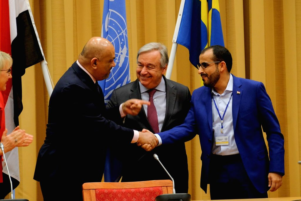 STOCKHOLM, Dec. 14, 2018 - Yemen's Foreign Minister Khaled al-Yamani (L) shakes hands with the Houthi delegation with UN Secretary-General Antonio Guterres (C) at the closing ceremony of peace talks ... - Khaled