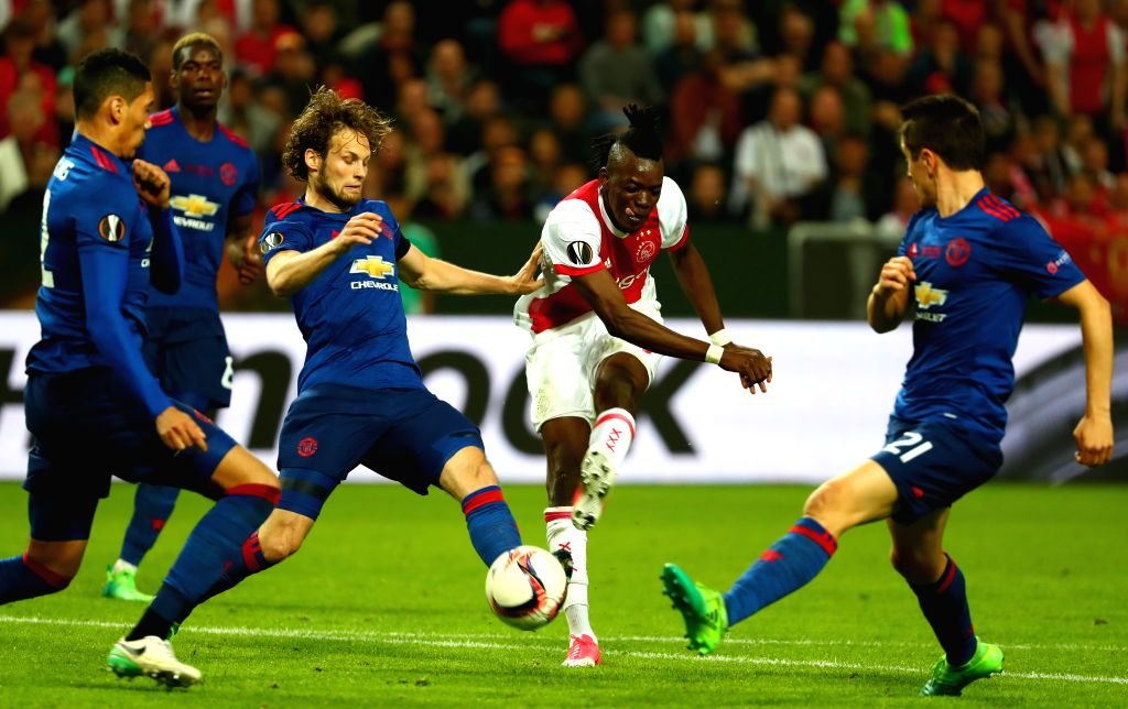 STOCKHOLM, May 25, 2017 - Ajax Amsterdam's Bertrand Traore (2nd R) shoots during the UEFA Europa League Final match between Manchester United and Ajax Amsterdam at the Friends Arena in Stockholm, ...