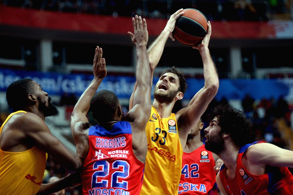 Stratos Perperoglou (2nd R) of Barcelona competes during the Basketball Euroleague Top 16 match between Russia's CSKA Moscow and Spain's Barcelona in Moscow, Russia, ...