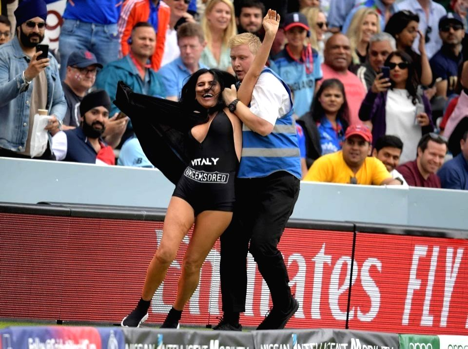 Streaker attempts pitch invasion during WC final at Lord's
