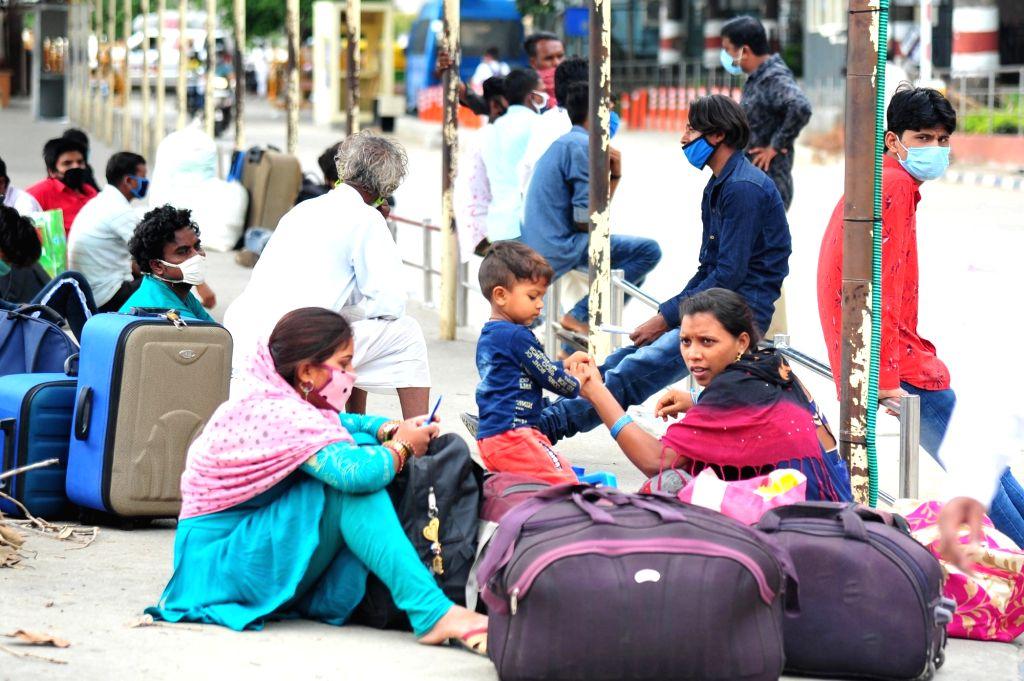 Stuck in Bengaluru, thousands of Assam migrants wait for return . (Photo: IANS)