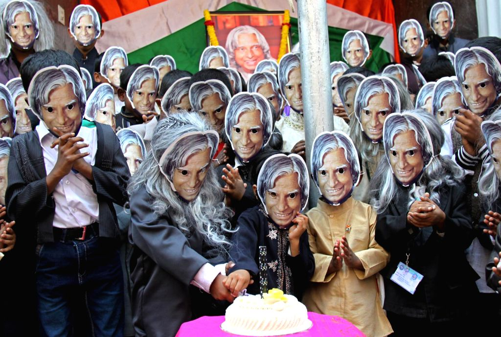 Students celebrate the 84th birthday of former president of India APJ Abdul Kalam, in Bengaluru on Oct 15, 2015.