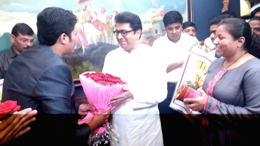 "Students meet Maharashtra Navnirman Sena President Raj Thackeray after he expressed his support for cancellation of re-exams by asking students and parents to ""boycott the ..."