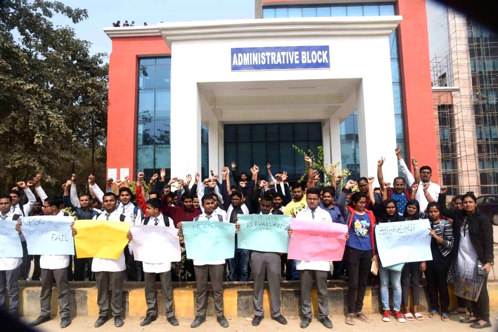 Students of Indira Gandhi Institute of Medical Sciences (IGIMS) stage a demonstration to press for their demands, in Patna on Feb 7, 2019. - Indira Gandhi Institute