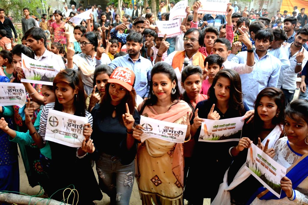 Students of Mahant Hanuman Sharan College participate in a voters' awareness programme ahead of the sixth phase of 2019 Lok sabha elections, in Patna on May 10, 2019.