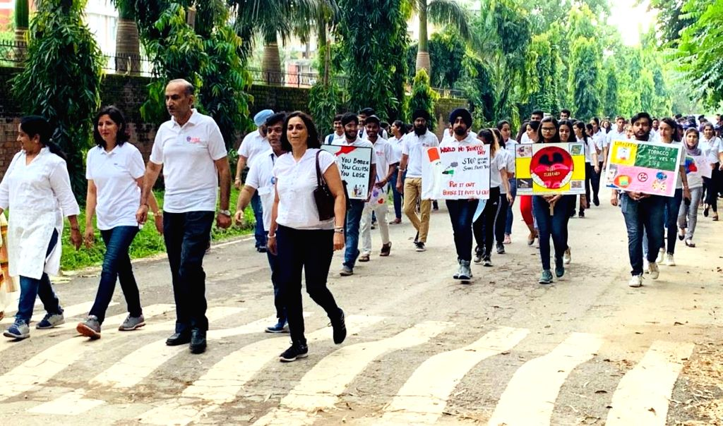 Students of Punjab University participate in 'Quit Smoking Rally' organised as a part of World Heart Day celebrations, in Chandigarh on Sep 28, 2019.