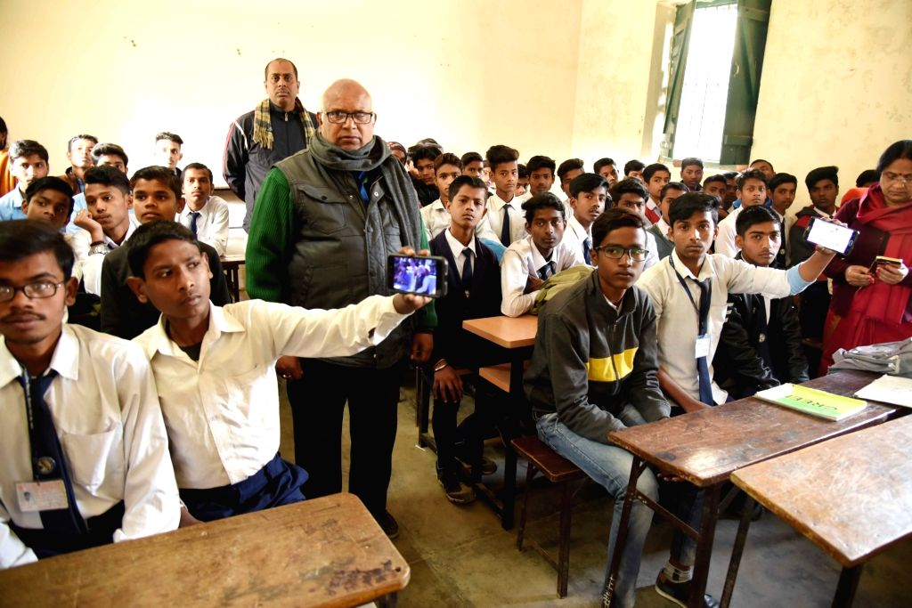 Students watch Prime Minister Narendra Modi's 'Pariksha Pe Charcha 2.0'' interactive session on their smartphones, in Patna on Jan 29, 2019. - Narendra Modi