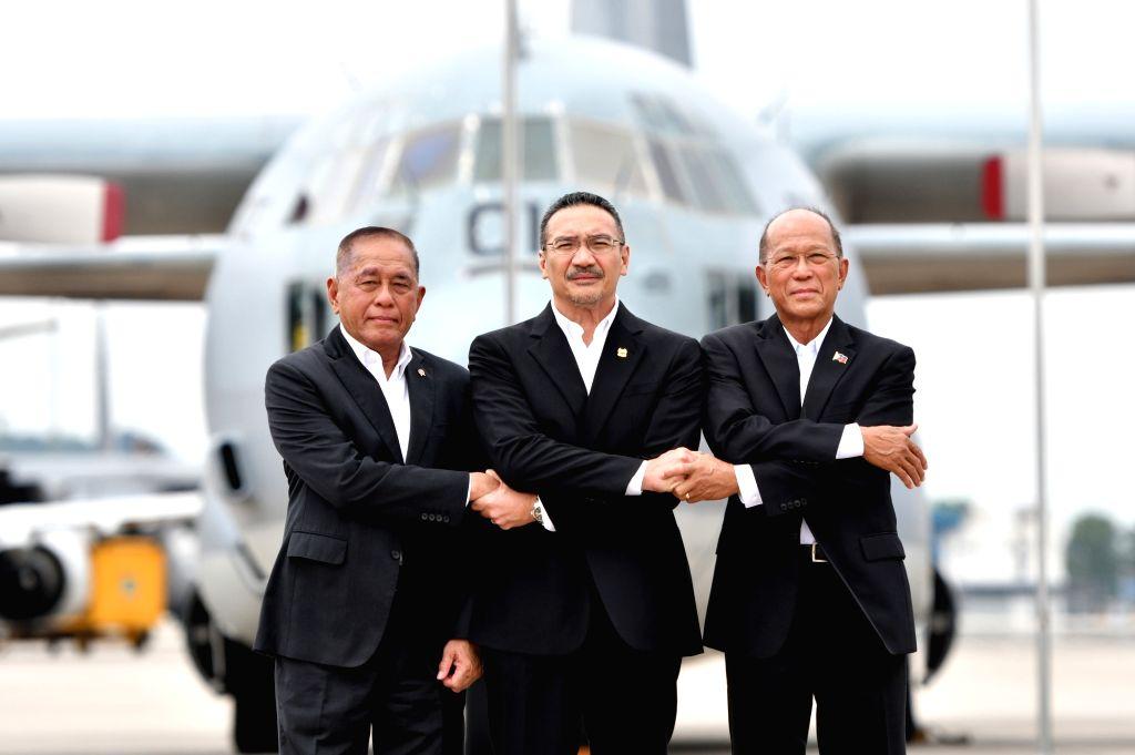 SUBANG (MALAYSIA), Oct. 12, 2017 Malaysia's Defence Minister Hishammuddin Hussein (C), Indonesian Defense Minister Ryamizard Ryacudu (L) and Philippine Defense Secretary Delfin Lorenzana ... - Hishammuddin Hussein