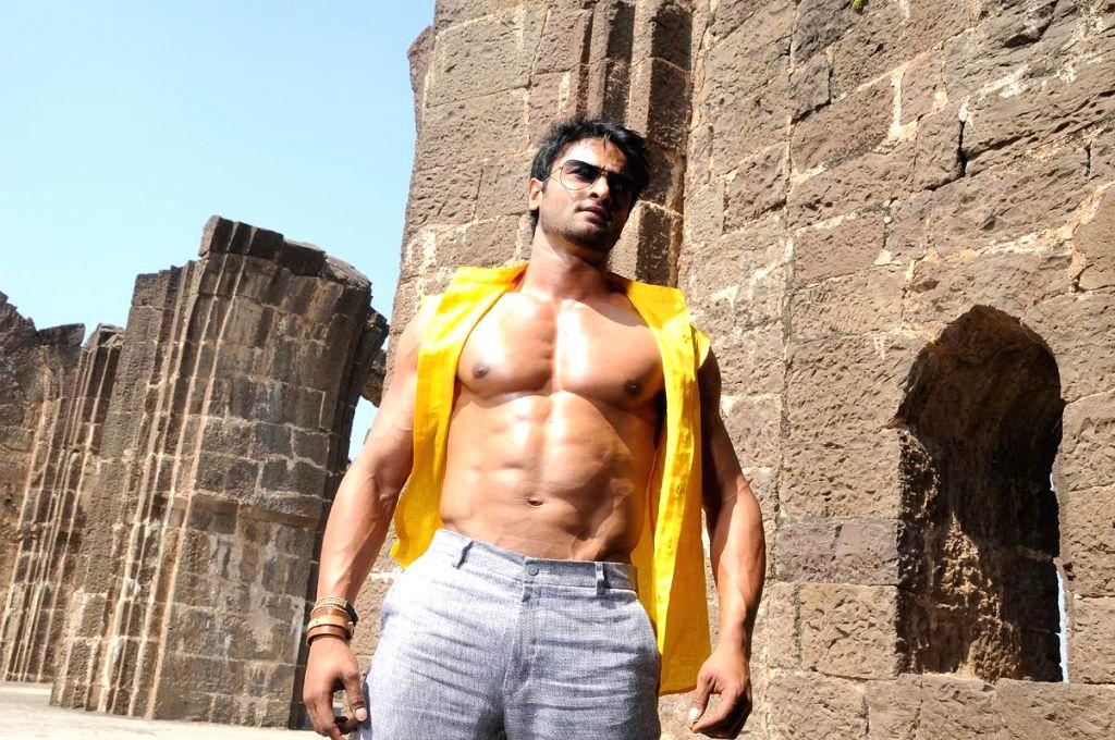 Sudheer Babu six pack stills from his film Aadu Magadura Bujji. (Photo: IANS)