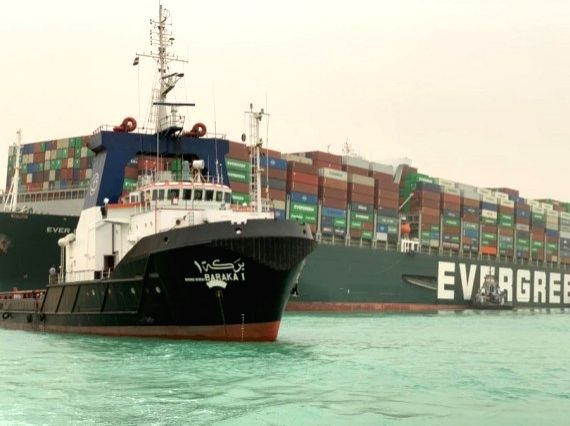 Suez Canal welcomes help from US to refloat cargo ship
