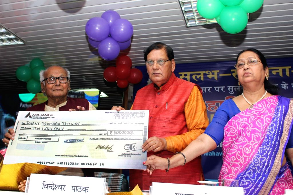 "Sulabh International founder Bindeshwar Pathak presents ""Sulabh Art Award "" to artist Phani Bhushan Biswas, on the 49th foundation day of Sulabh International, in New Delhi, on ... - Phani Bhushan Biswas and Bindeshwar Pathak"
