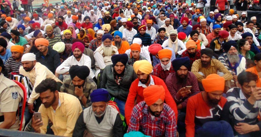 Sultanpur Lodhi: Devotees participate in a programme organised by the Punjab Government to mark the 550th birth anniversary celebrations of Guru Nanak Dev where Sufi singer Satinder Sartaj performed, ... - Nanak Dev