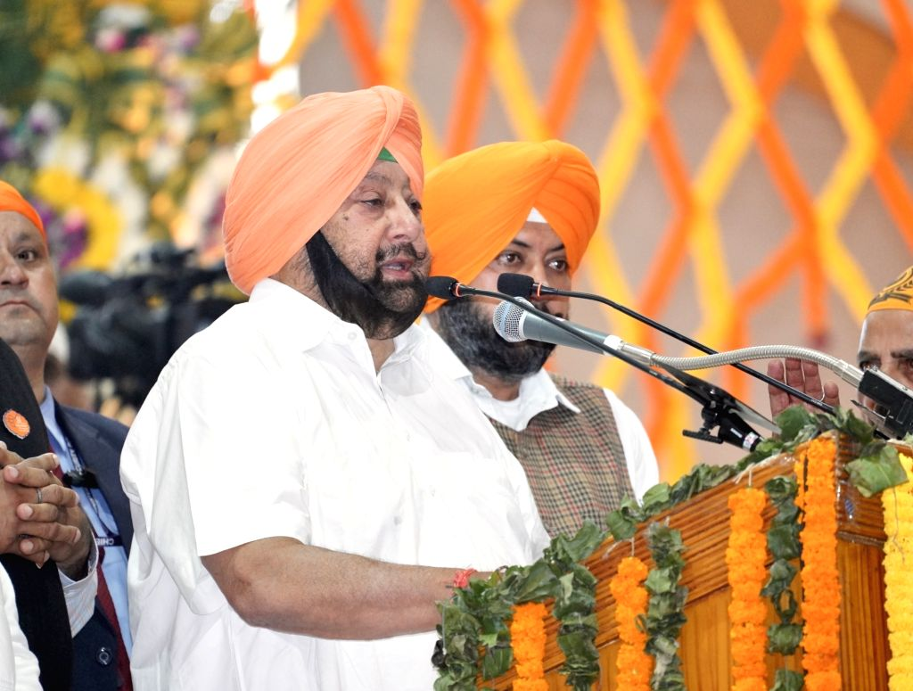 Sultanpur Lodhi: Punjab Chief Minister Captain Amarinder Singh addresses during the 55oth birth anniversary celebrations of Guru Nanak Dev in Sultanpur Lodhi, Punjab on Nov 12, 2019. - Captain Amarinder Singh and Nanak Dev