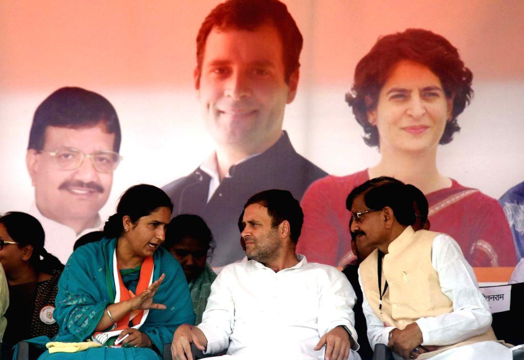 Supaul: Congress Rahul Gandhi and Madan Mohan Jha in a conversation with the party's Lok Sabha candidate from Supaul, Ranjeet Ranjan during a public rally in Bihar's Supaul, on April 20, 2019. (Photo: IANS) - Rahul Gandhi