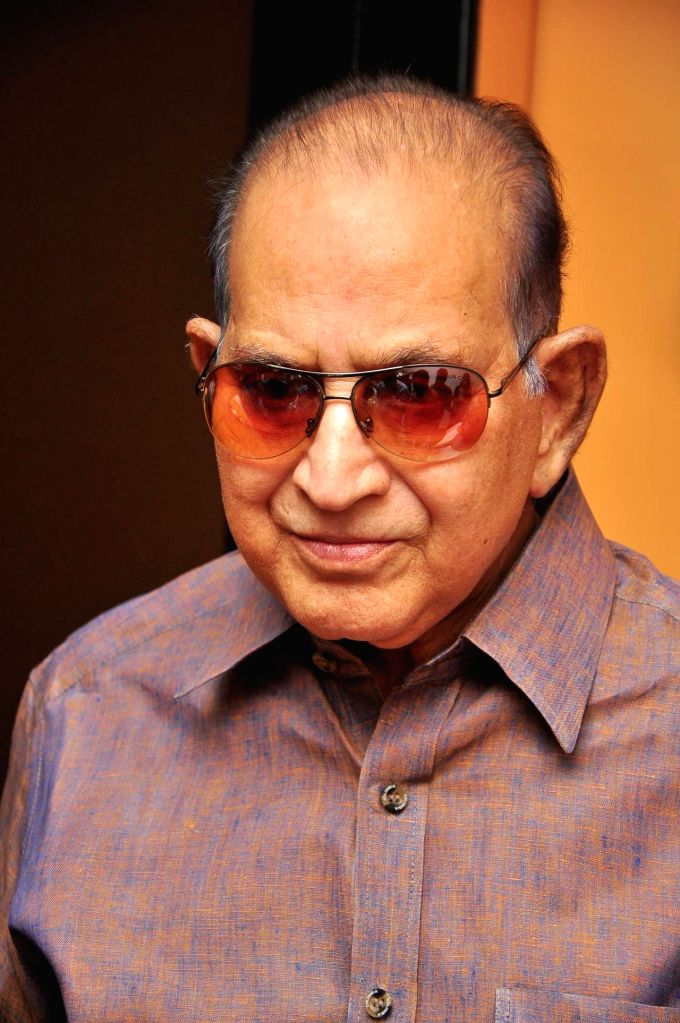 Superstar Krishna Watches Srimanthudu Movie at Prasad Labs.