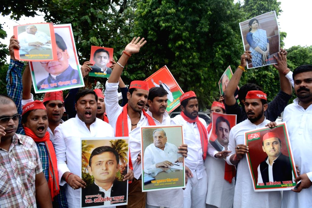 Supporters of Akhilesh Yadav protest outside Samajwadi Party office in Lucknow on Sept. 17, 2016. - Akhilesh Yadav