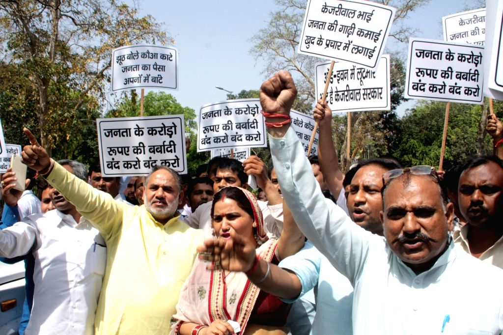 Supporters of  BJP MP Vijay Goel stage a demonstration against the odd-even traffic scheme aimed at battling pollution in New Delhi, on April 18, 2016.